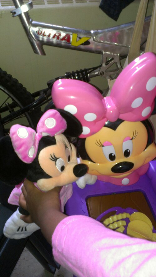 more pictures from my daughter's review of the minnie mouse